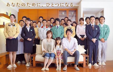 Trabajadores de Anabuki Construction posando felices.